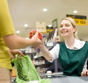 female_cashier_and_customer_at_supermarket_is098v385